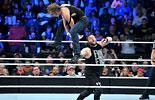 迪安·安布罗斯vs凯文·欧文斯《WWE2015强者生存》
