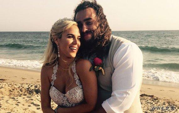 恭喜!WWE撸撸和拉娜《结婚照片》