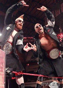 RAW双打冠军--希莫斯&塞萨罗