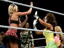WWE万圣节性感装束大赛!尼基贝拉vs艾玛vs娜达利娅vs萨莫雷vs罗莎vs内奥米vs卡梅