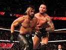 WWE毒蛇大战公司帮!兰迪奥尔顿一人单挑赛斯罗林斯&凯恩&HHH&斯蒂芬妮