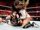 WWE女子撕衣-内衣肉搏赛:AJ女郎vs尼基贝拉(布里贝拉)-RAW摔角2014年11月11日 - 狂