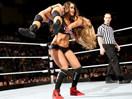 WWE女子撕衣-内衣肉搏赛:尼基贝拉(布里贝拉)vs艾玛-SD摔角2014年11月28日 - 狂野