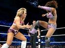 WWE女子撕衣-内衣肉搏赛:娜达利娅vs蕾拉(萨莫雷)-SD摔角2014年11月14日 - 狂野角