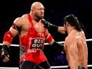 WWE红色巨魔凯恩偷袭战神二号!莱贝克大战合约公文包先生赛斯罗林斯-SD摔角