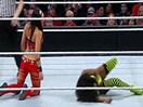 WWE女子撕衣-内衣肉搏赛:内奥米vs布里贝拉(尼基贝拉)AJ女郎观战-SD摔角2014年