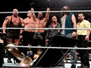 WWE高潮迭起太刺激了!正义军团遭领导公司帮集体爆桌(约翰塞纳&道夫齐格勒&卢克哈珀&莱贝克vs大秀哥&赛斯罗林斯&凯恩&埃里克罗温&am