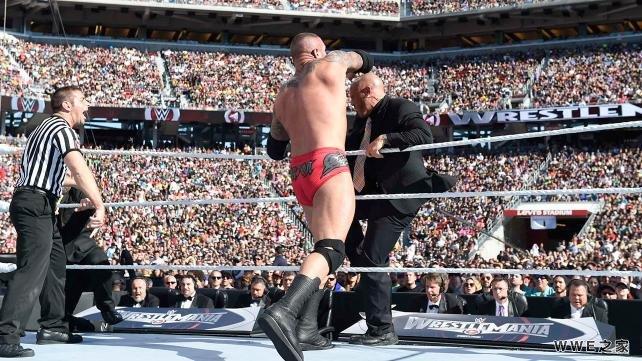 奥顿 vs 塞斯 罗林斯 WWE2015摔角狂热31 6