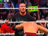 【中文解说】WWE激怒毒蛇的下场就是这样!兰迪奥尔顿毒蛇出动RKO扣翻弑神组合