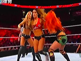 【中文解说】WWE女子撕衣-内衣肉搏赛:尼基贝拉&布里贝拉vs夏洛特&贝琪