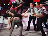 【中文官方解说】WWE专业灭狼户!道夫齐格勒出场门口怒揍独狼巴伦科尔宾(2