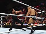 【中文官方解说】WWE罗门伦斯独战群雄!罗曼雷恩斯飞冲肩撞爆阿尔伯托&