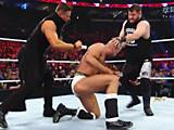 【中文官方解说】WWE回旋之王遭围殴!安东尼奥塞萨罗vs凯文欧文斯&米兹v