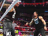 【中文官方解说】WWE罗曼雷恩斯出场怒揍子弹双龙救表兄!吉米兄弟vs卢克加洛